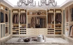 Composition M220 Dressing room with side columns and various accessories. Glazed magnolia over ocher finish