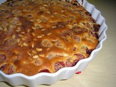 Zsuzsa ízutazásai.: Cseresznyés-mandulás fenyőmagos clafoutis. Apple Pie, Food, Apple Cobbler, Essen, Yemek, Meals, Apple Pies