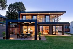 Rothesay Bay House by Creative Arch contemporary house design Flat Roof House, Modern Prefab Homes, Steel Frame House, Steel House, Design Exterior, Modern House Design, Modern House Plans, Flat House Design, Flat Roof Design