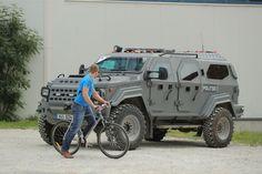 Сегодня, в воскресенье, в Таллинн прибыл вице-президент США Майк Пенс. Ввиду визита частично перекрыто движение. Разумеется, особое внимание уделяется безопасности. В 17:30 в Доме Стенбока состоится встреча в Юри Ратасом.