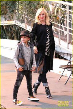 Gwen Stefani and Gavin Rossdale take their boys Kingston and Zuma out to dinner to celebrate Gavin's birthday on October 30, 2013