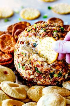 Super easy, make ahead (AKA stress free!) Bacon Ranch Cheese Ball takes just minutes to whip up and is always a total show stopping appetizer! Bacon Ranch Cheese Ball Recipe, Ranch Recipe, Cheese Ball Recipes, Bacon Recipes, Cooking Recipes, Hidden Valley Ranch Cheese Ball Recipe, Fondue Recipes, Healthy Recipes, Delicious Recipes