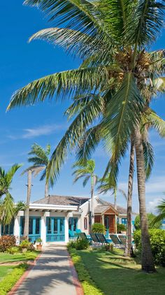 This laid-back 50-room boutique resort packs a private beach, a swimming pool, a Jacuzzi, three restaurants and a tennis court into a small beachfront footprint on Montego Bay. #Jamaica