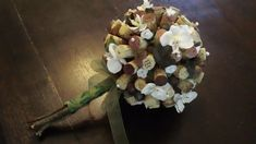 This beautiful bouquet is made from recycled wine corks, faux grapes and grape leaves, silk white roses, and silk white orchids. Bouquet Toss, Rose Bouquet, Cork Wedding, Recycled Wine Corks, Wine Craft, Cork Art, Cork Crafts, Vineyard Wedding, Wedding Bouquets