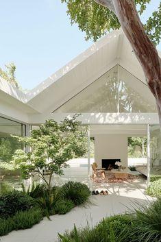 Plus épuré Dream Home Design, My Dream Home, Dream Homes, Amazing Architecture, Architecture Design, Modern Architecture House, Gable House, Casas The Sims 4, Dream House Exterior