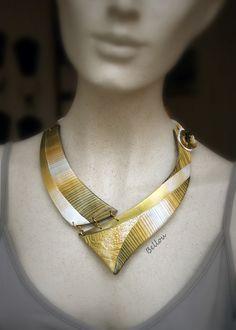 Elégant collier nacre, or et bronze : Collier par bellou