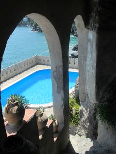 Villa Scarpariello _ Amalfi Coast Best Vacation Spots, Water Pond, Capri Italy, Costa, Outdoor Settings, Lake Como, Italy Wedding, Amalfi Coast, Time Travel