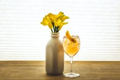 still looking for a signature cocktail for your summer #wedding? try this recipe for a refreshing, bubbly drink with lovely color and light sweetness from the summer #myweddingmag | photo: the photogenics lab
