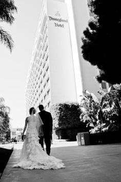 Make your ceremony and reception unforgettable when you select one of Disneyland Resort's wedding venues for your celebration Poppy Red Wedding, Disneyland Hotel, California Wedding Venues, Real Weddings, Disney Weddings, Magical Wedding, Wedding Photo Inspiration, Industrial Wedding, Wedding Photos