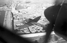1942, France, Aigues Mortes, Vue de la ville depuis un Junkers Ju 88 du Aufklärungsgruppe 33 - 2/2