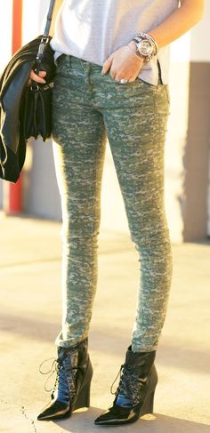 Rag & Bone Skinny Camo Jeans by Pink Peonies Camo Skinnies, Camo Skinny Jeans, Camo Jeans, Pretty Outfits, Beautiful Outfits, Pretty Clothes, Beautiful Clothes, Party Mode, Wedding Dresses With Flowers