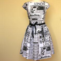 Šaty Audrey...denní tisk...na přání Klasika ve stylu Audrey Hepburn... půvabné šaty tentokrát s novinovým vzorem. Nabíraná sukně těsně nad kolena, přiléhavě vymodelovaný živůtekaelegantní poloviční rukávky. Ty oceníte, neboť jsou vzdušné a přitom si nespálíte ramena pod letním sluncem...třeba v Monaku. velikost:na objednávku 36-42