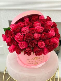 Flower Bookey, Rose Flower Pictures, Beautiful Flowers Pictures, Beautiful Rose Flowers, Beautiful Flower Arrangements, Amazing Flowers, Pretty Flowers, Bunch Of Red Roses, Rose Garden Design