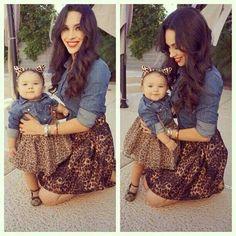 Baby & Mommi                    Blusa mezclilla y falda animal print.