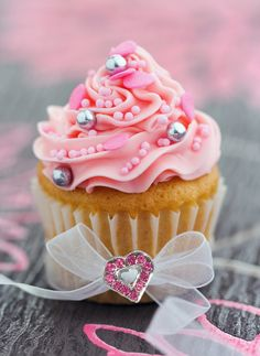 pink cream w/ crystal heart cupcake