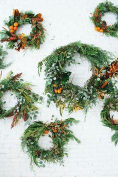 12 modern holiday wreaths for fall and winter Noel Christmas, Winter Christmas, All Things Christmas, Winter Holidays, Christmas Oranges, Fall Winter, Natural Christmas, Holiday Wreaths, Holiday Fun