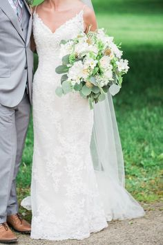 Bride & groom with bridal bouquet | Sarah Renee Studios | see more at http://fabyoubliss.com