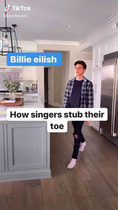 Brent Rivera( has created a short video on TikTok with music original sound. How singers stub their toe 😂😂 Funny Shit, Crazy Funny Memes, Funny Video Memes, Really Funny Memes, Funny Laugh, Stupid Memes, Funny Relatable Memes, Haha Funny, Funny Jokes