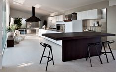 Cucina moderna e di design El_01   Elmar Cucine    Ripensiamo lo spazio. Non un condizionamento, ma una possibilità. Aperta agli stili personali: luogo per incontrare gli amici o per vivere l'intimità quotidiana.
