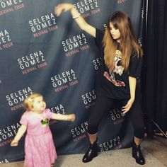 Pin for Later: 12 Signs You're a Selena Gomez Fan A Dance Party With Selena Would Be a Dream Come True We lived vicariously through Audrey Nethery when she turned her meet-and-greet with Selena Gomez into an epic dance-off.