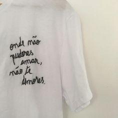 """Luiza Pannunzio on Instagram: """"Camiseta bordada à mão por mim. Frase escolhida pela cliente. Do @atelierlp pra vc que sabe dar valor e crê que deve-se respeitar o que se…"""" Embroidery Art, Sketch, Lettering, Sewing, Street, Sweatshirts, How To Make, Closet, Diy"""