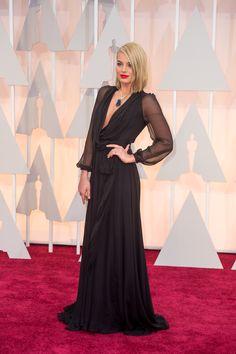 For beautiful female celebrities. Margot Robbie, Oscars, Beautiful Images, Most Beautiful, Top 15, Beautiful Female Celebrities, Hollywood, Glamour, Dress To Impress