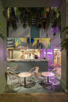 With experience and cultural stimulation at heart, Mo Mo's Kuala Lumpur is an exemplar among the trend for social hotels with style…  As much of a local hangout as it is hotel, Ormond Group's latest hospitality concept is a design-conscious property housing 99 guest rooms, dynamic social spaces, a self-serve dive bar and cultural programming; making Chow Kit neighbourhood hotspot, MoMo's, a real hit with the cool cats of Kuala Lumpur. Italian Interior Design, Restaurant Interior Design, Shop Interior Design, Deco Restaurant, Modern Restaurant, Play And Stay, Design Exterior, Pub Decor, Milk Shop