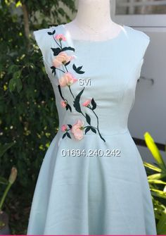 Kurti Embroidery Design, Embroidery Dress, Dress Neck Designs, Blouse Designs, Frock Fashion, Fashion Dresses, One Piece Frock, Hand Painted Dress, Simple Gowns