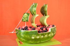 Carve a Watermelon Into a Pirate Ship Party Food - Best Pirate Birthday Party Food for Kids. Homemade pirate food ideas perfect for any age! Pirate Snacks, Pirate Food, Pirate Themed Food, Watermelon Carving, Watermelon Recipes, Fruit Basket Watermelon, Carved Watermelon, Watermelon Crafts