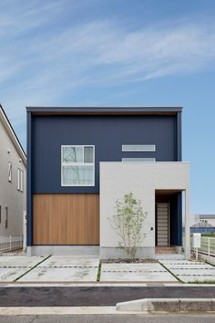 😊A house where you can feel the family no matter where you are 💼BY CLASIS HOME Co. Japanese Modern House, Modern Minimalist House, Minimalist Architecture, Modern Architecture House, Architecture Design, Modern Buildings, House Paint Exterior, Exterior House Colors, Exterior Design