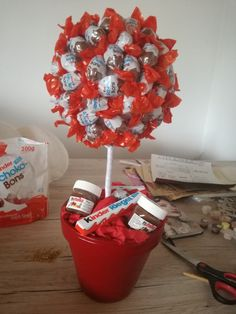 for boyfriend candy Valentines Gifts For Boyfriend, Boyfriend Gifts, Valentine Gifts, Diy Crafts To Do, Candy Bouquet, Candy Table, Candy Gifts, Diy Gifts, Presents