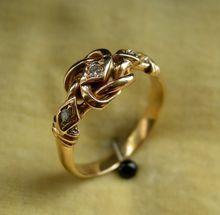 An Antique 18ct Gold & Diamond Knot Ring. Circa 1912.