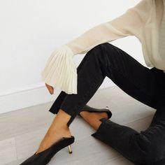 Mood #atpatelier #atpatelierweekends #sleeves #heels