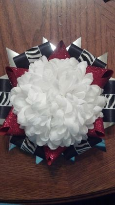 Homecoming mum: I like the combo of star tips and flat tips ribbons.