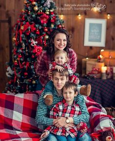 Best ideas for holiday outfits christmas diy Family Picture Poses, Family Photo Sessions, Family Photos, Family Christmas Pictures, Holiday Pictures, Girls Holiday Dresses, Holiday Outfits, Christmas Portraits, Christmas Photography
