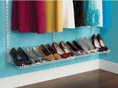 Shoe-rack from Rubbermaid Home-Free Closet System! / Rack a chaussures/souliers de Rubbermaid. Closet Storage Systems, Closet System, Ikea Closet, Closet Bedroom, Craft Closet Organization, Organizing Ideas, Shoe Shelves, Bed Linen Design, Wire Shelving