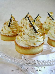 I repeat . Throughout well: White Chocolate & Praline Tarts Fancy Desserts, Sweet Desserts, Just Desserts, Delicious Desserts, Tart Recipes, Sweet Recipes, Dessert Recipes, Cooking Recipes, Mini Pastries