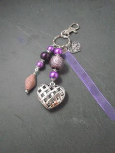 A parfumer!!! Porte clés ou bijou de sac coeur violet : Porte clés par breloques-et-cie