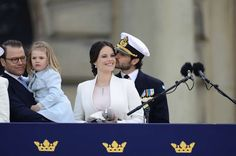 Prince Daniel holding Princess Estelle, Princess Sofia, and Prince Carl Philip during the celebrations for the birthday of King Carl Gustav of Sweden. Princess Sofia Of Sweden, Princess Victoria Of Sweden, Princess Estelle, Crown Princess Victoria, Princess Madeleine, King Birthday, 70th Birthday, Prinz Carl Philip, Victoria Prince