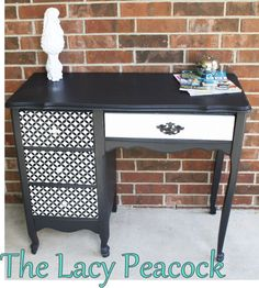 The Chic Technique: The size / shape / style of this desk is very similar to the one I'll be refurbishing & converting to a dressing table. Like the idea of the 3 side drawers & above-seat drawer being given a different paint treatment. Desk Redo, Desk Makeover, Furniture Makeover, Furniture Projects, Furniture Making, Diy Furniture, White Furniture, Painted Furniture, Painted Desks