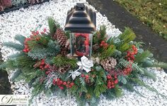 Grabgestaltung-selber-machen Grave design and grave planting make yourself. Grave Decorations, Christmas Decorations, Holiday Decor, Xmas Wreaths, Memento Mori, Ikebana, Funeral, Flower Arrangements, Christmas Diy