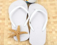 A wonderful idea for a beach wedding is to stack a bunch of flip flops in a basket for your guests to wear. These ones are available in your choice of black or white, lending themselves perfectly to any theme. #BeachWeddingIdeas #FlipFlopsIdeasGuestsLove #WeddingFlipFlops Nautical Wedding Favors, Food Wedding Favors, Winter Wedding Favors, Elegant Wedding Favors, Beach Wedding Reception, Unique Wedding Favors, Wedding Flip Flops, White Flip Flops, Poses