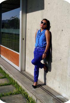 Monochromatic Electric Blue  , basement en Camisas / Blusas, basement en Pantalones, Cacharel en Zapato plano, Pink  en Otras joyas / Bisutería, Vintage en Gafas / Gafas de sol, Marquis en Cinturones