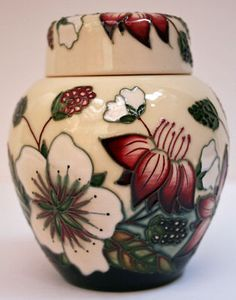 Moorcroft Pottery Bramble Revisited Ginger Jar 769/4 by Alicia Amison