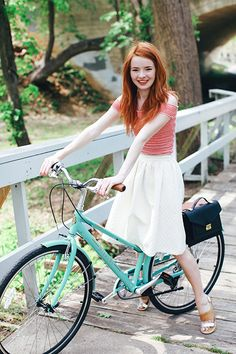 Jane Aldridge with the Rider Bag and a perfect teal bike and such beautiful red hair Red Hair Woman, Female Cyclist, Beautiful Red Hair, Cycle Chic, Bicycle Girl, Stylish Girl, I Dress, Casual Chic, Spring Summer Fashion