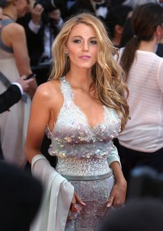 """Blake Lively Photos - Actress Blake Lively attends the """"Mr. Turner"""" premiere during the Annual Cannes Film Festival on May 2014 in Cannes, France. Turner' Premieres at Cannes — Part 2 Blake Lively, Perfect People, Pretty People, Beautiful People, Serena Van Der Woodsen, Celebrity Wedding Dresses, Celebrity Weddings, Estilo Gossip Girl, Blond"""