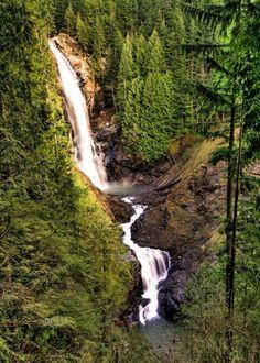 These 10 Amazing Waterfalls in Washington Will Blow You Away