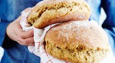 Uskoisitko, että herkullinen leipä voi valmistua alle puolessa tunnissa? Kyllä! Pikaleivät leivotaan alustamatta, vaivaamatta ja ilman pitkiä kohotusaikoja. Näihin leipäohjeisiin ihastuvat nekin, jotka eivät yleensä niin leipomispuuhista välitä. No Salt Recipes, Wine Recipes, Baking Recipes, Snack Recipes, Savory Pastry, Savoury Baking, Bread Baking, Salty Foods, Foods With Gluten