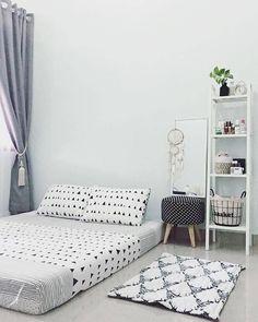 Minimalist Bedroom Design: Gorgeous Ideas For Your Inspiration RecipeGood Minimalistdecor Room Ideas Bedroom, Small Room Bedroom, Bedroom Decor, Pastel Room, Minimalist Room, Aesthetic Room Decor, Home Room Design, Cozy Room, Decoration