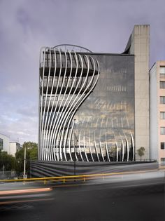 Hagy Belzberg Designs Dynamic Mexico City Office Building for Grupo Anima Education Architecture, Architecture Office, Futuristic Architecture, Residential Architecture, Amazing Architecture, Architecture Design, Office Buildings, Chinese Architecture, Curve Building